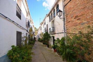 Renovated townhouse with 5 bedrooms in Bolulla