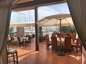 Neem het charmante restaurant in Altea over