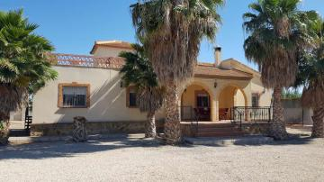 Country Villa with Pool and Roof Terrace in Catral