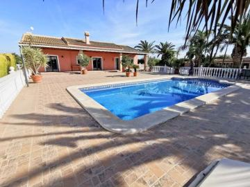 Beautiful Family Villa with Pool in Dolores