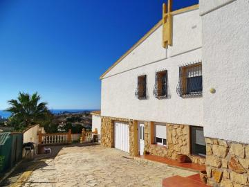 Breathtaking villa with 3 apartments and panoramic view over the coast - Select Estates
